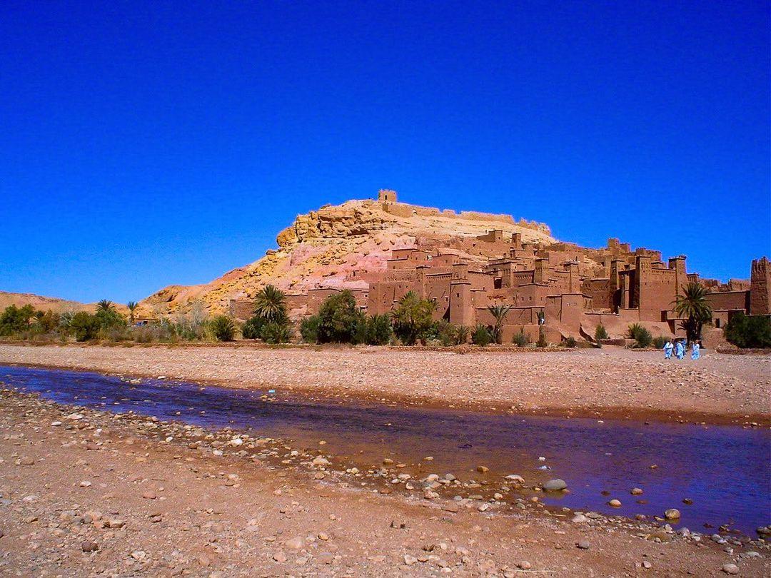 Day 1 : Marrakech - Tizi N'tichka Pass - Ait Benhaddou - Ouarzazate - Kelaa M'gouna - Boumalne Dades.
